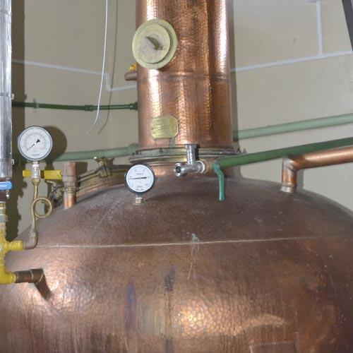 Destilação em alambiques de cobre